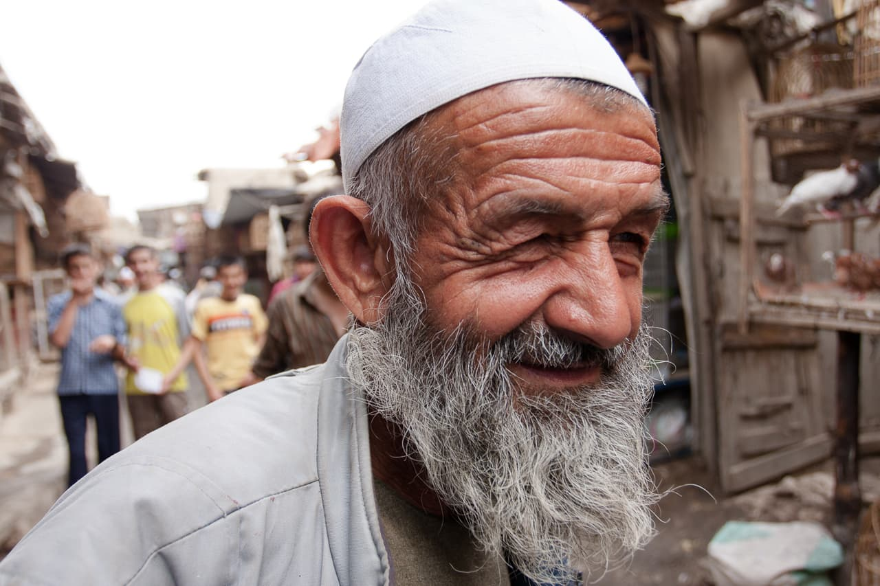 Portrait of an elderly man in Ka Faroshi bird market